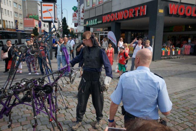 Servicekomplizen_Servicepioniere_Fahrradtiere_Polizei