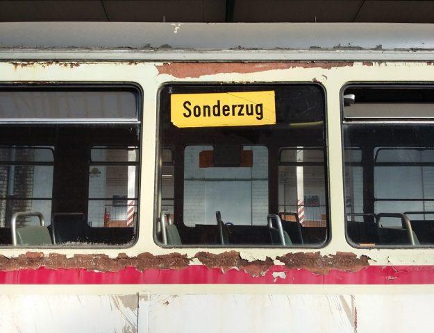 Servicepioniere und Servicekomplizen-Orte des Grauens-Strassenbahn