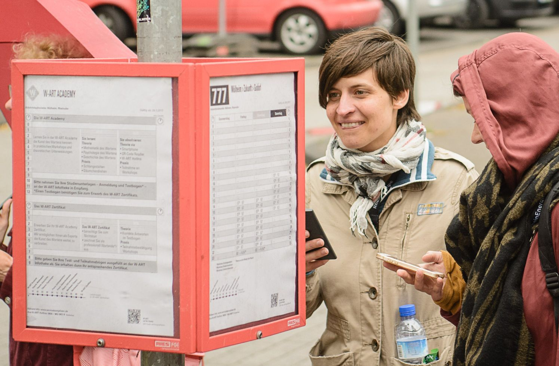 """W_ART Anrufer bei der Service-Pionier-Service-Komplizen Produktion """"Die Kunst des Wartens"""""""